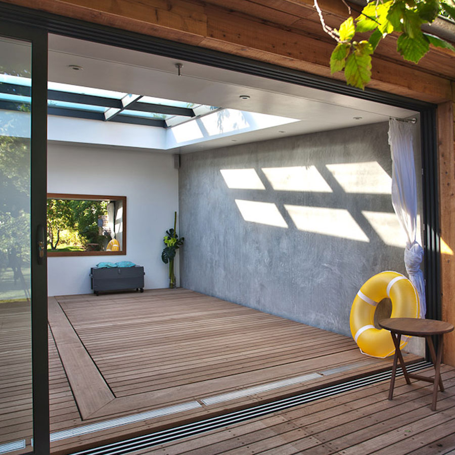 piscine bois couverte pas japonais au milieu de la. Black Bedroom Furniture Sets. Home Design Ideas